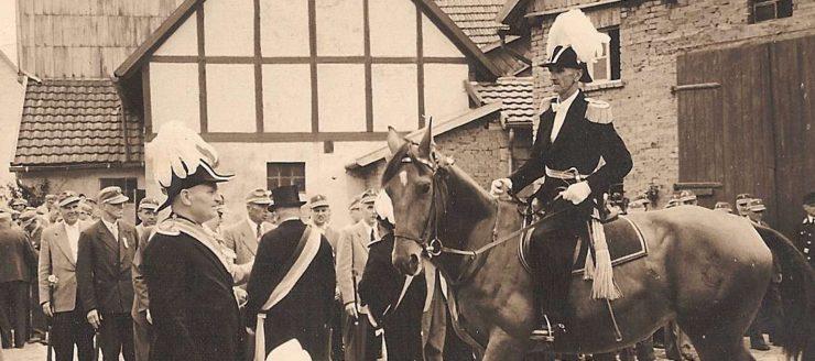 Kommandeur zu Pferd